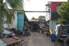 left beside the house their car spare part business, the biggest in La Fria